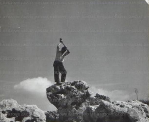 martello-uomo-roccia