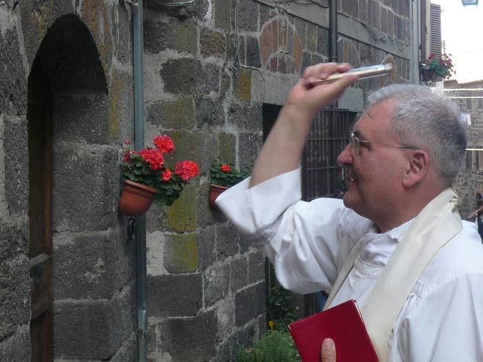 benedizione-casa-prete